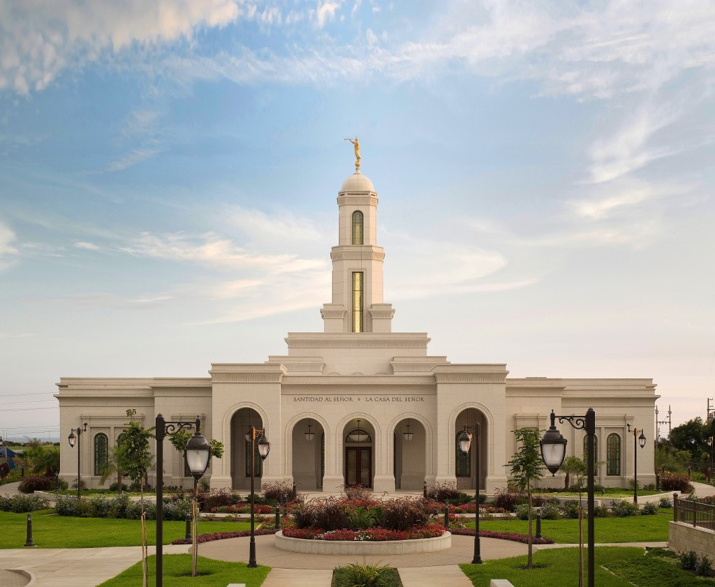 Trujillo_Peru_Temple_day_exterior
