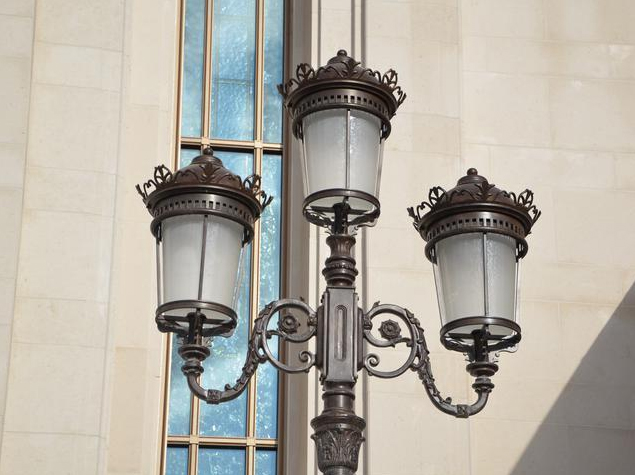 Lamp post detail. Courtesy of D. Calmels