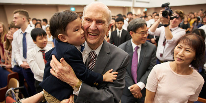 President Nelson Urges Singapore Saints to 'Look to the Future'